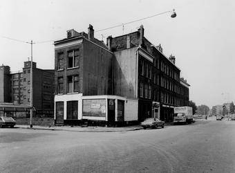1977-1885 Het pand van Jamin aan de Goudse Rijweg hoek Hugo de Grootstraat, uit het noordoosten.