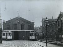 1977-1893 Gebouwen van de R.E.T.- remise. De tramlijnen van lijn 7 en 11.