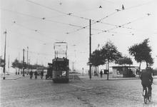 1977-1934 Marconiplein met tram 541 van lijn 4 op weg naar station Maas.