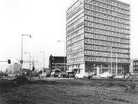 1977-386 De Blaak met rechts kantoorgebouw de Hoofdpoort.
