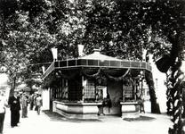 1978-2630 Centrale Post en wachthuisje van de R.E.T. aan het Beursplein.