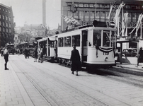1978-2640 Trams op de Zeevischmarkt bestemd voor het maken van feestritten ter gelegenheid van het regeringsjubileum ...