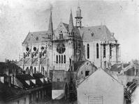 1978-2990 Sint-Janskerk ( later Sint- Antonius van Padua ) aan het Bosje in aanbouw, vanaf de Warmoeziersstraat.