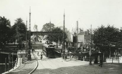 1980-3469 Zicht vanuit de kamer van de adjunct-directeur van het Stadstimmerhuis aan het Haringvliet op o.a. de Nieuwe ...