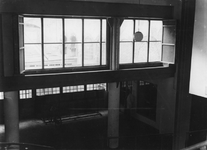 1981-549 Gezicht in de hal van Station Beurs, vanaf het perron.