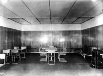 1981-550 Restauratie en wachtlokaal van Station Beurs.