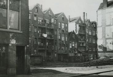 1981-779 De achterzijde van de woonhuizen in de Rubroekstraat.