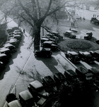 1981-787 Geparkeerde auto's in de straat bij de Boezemsingel.