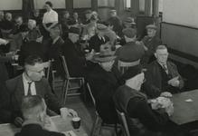 1981-797 Ouden van dagen-club voor vrouwelijke vrijwilligers, in Crooswijk's Volkshuis aan de Van Reynstraat.