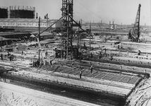 1982-2149 Bouw van de assemblagefabriek van de NV Nederlandsche Ford Automobiel Fabriek op het terrein tussen de ...