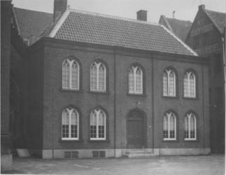 1983-29 Parochiegebouw van de Zuiderkerk aan de Jufferstraat.