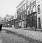 1986-1931 Noordzijde van de straat met op de achtergrond de Goudseweg. Rechts pand 51.