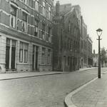 1986-1933 Het pand nr. 21 in de Kortebrantstraat, vanaf de Warmoeziersstraat uit het zuiden.