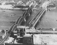 1991-5 De Willemsbrug en de spoorbrug ( de Maasbruggen over de Nieuwe Maas met op de voorgrond de Nationale ...