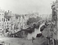 IV-21-12 De Delftsevaart met op de voorgrond de Galerijbrug, rechts het Haagseveer.