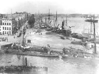 IV-21-33 De hoek Boompjes - Terwenakker, rechts de Nieuwe Maas en op de achtergrond de Willemsbrug en de spoorbrug.