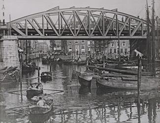 IV-21-5 Het Steiger (Grotemarkt) en de spoorbrug.