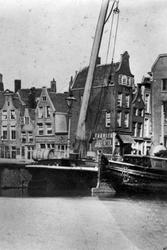 IX-1068 Gezicht op het Grotekerkplein aan de Binnenrotte.