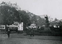 IX-1110-1-TM-6 De Grotemarkt.Van boven naar beneden afgebeeld:- 1: Met het standbeeld van Erasmus.- 2: Op de ...