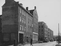 IX-1139-03-01 Gezicht in de Hartmansstraat met de nieuwe woningen en een gedeelte van het pand van Blikman & Sartorius ...