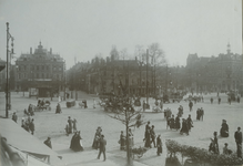 IX-1348-1 Het Van Hogendorpsplein, op de achtergrond de Schiedamsedijk en Schiedamsesingel.