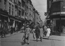 IX-1433-00-01 De Hoogstraat, rechts de hoek met het Moriaansplein.