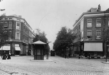 IX-1452-01 De Hugo de Grootstraat, gezien vanaf de Goudsesingel.