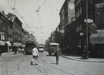 IX-1485-02 Gezicht in de Jonker Fransstraat vanaf de Goudsesingel, uit het zuiden. Op de achtergrond de trams.