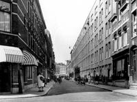 IX-1497-00-01 Gezicht in de Josephstraat vanuit de Van Speykdwarsstraat gezien. Op de achtergrond de West-Kruiskade.