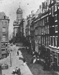 IX-1505 De Boerenvischmarkt, de Kaasmarkt en het stadhuis, gezien vanaf het dak van de Grote Kerk.