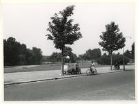IX-1523-01 De Karrensteeg.Links het Van Hogendorpsplein.