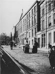 IX-1625-01 Gezicht in de Korte Schoonderloostraat, uit het zuidoosten. Op de achtergrond de Havenstraat. De Korte ...
