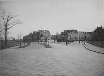 IX-1653 Gezicht op de Kralingse Plaslaan en de Rozenburglaan.
