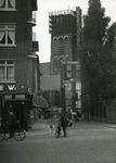 IX-1770 Kruising Meent (links) - Lange Torenstraat. Op de achtergrond de Sint-Laurenskerk.