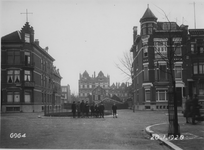 IX-1845 Lusthofstraat, vanaf de Avenue Concordia. Achtergrond de huizen in de Waterloostraat.