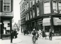 IX-1934-01 Kruising Gedempte Binnenrotte (voorgrond) - Meent (links).