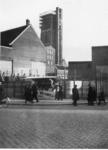 IX-1942-3 Kruising Meent - Delftsevaart. Op de achtergrond de toren van de Sint-Laurenskerk.