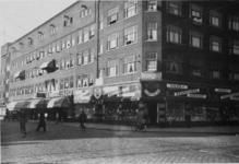 IX-1942-4 De Meent (links).