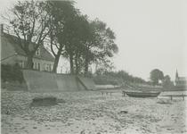 IX-2040 Gezicht op de Nesserdijk bij laagwater.