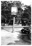 IX-208-1,-2 Het parkeerterrein aan het Beursplein en de Blaak.Op de achtergrond de Beurs.Van boven naar beneden ...