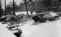 IX-209-00-01-01 Gezicht op het Blaak en het Beursplein met op de achtergrond links Station Beurs, rechts de bank van ...