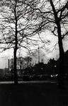 IX-2154 Gezicht op het Beursplein met parkeerterrein en op de achtergrond de Noordblaak.