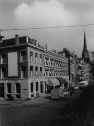 IX-2310-06-27-01 De Oostzeedijk Beneden, ter hoogte van de Avenue Concordia. Op de achtergrond de toren van de ...
