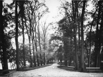 IX-2476 Het Park Rozenburg.