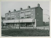 IX-2620-08 De Ravenhorst (Zuidwijk) met winkels en bovenwoningen.