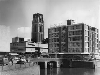 IX-3211-01-15 Het Steiger en de Vlasmarkt. Op de achtergrond de toren van de Sint-Laurenskerk.