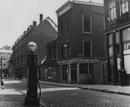 IX-3297-1TM-2 De Warmoeziersstraat tussen de Goudseweg en het Van Alkemadeplein. 2 opnamen.Afgebeeld van boven naar ...