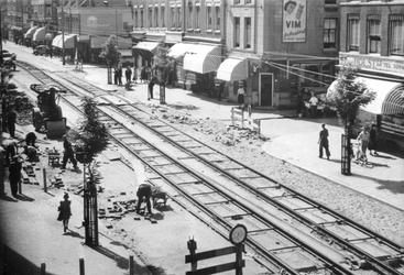 IX-3350-00-02 De aanleg van een trambaan in de West-Kruiskade.
