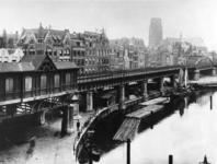 IX-3352-01-1 De Kolk, links het spoorwegviaduct en het Westnieuwland, op de achtergrond de Grotemarkt en de Sint-Laurenskerk.