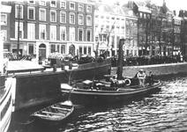 IX-368-O1 Duikdemonstratie op de Nieuwe Maas bij de Boompjes.De sleepboot Jan is van sleep- en bergingsbedrijf J. de Graaf.